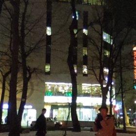 STV興発の中央ビルです。(2018年12月25日撮影)ルトロワ様にご利用頂いています。札幌大通公園に面し、冬はホワイトイルミネーションや雪まつりなどのイベントで賑やかとなります。