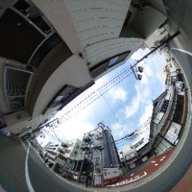 逗子の整体:ドイツ式カイロプラクティック逗子整体院です。 www.zushi-seitai.com      逗子のなぎさ通りです。このかっぱ寿司の左側に一軒先のビルの5Fに コワクワク秘密基地ooo逗子があります。 m.facebook.com/zushimarumarumaru/ #theta360