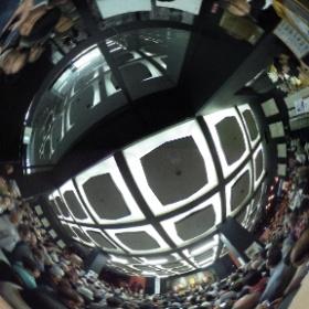 高幡不動尊(東京)の春季大祭。林家たい平師匠の落語会です。落語が始まるまでは写真撮影OKと言われていたので、360度カメラで撮らせて頂きました。  photo : 360度カメラ研究会(http://camera-360do.com/) by ほーりー