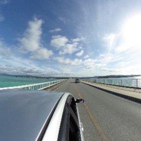 ナンマムイ車で5分古宇利島へ向かう長い橋