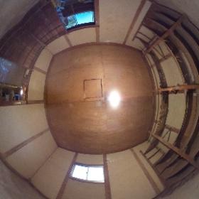 ビフォー 正義の味方 べんりMAN出動しました! 「はなれに倉庫があるんじゃけどね、そこにお気に入りの『椿』の部屋を作りたいんじゃけどね~ え~の作ってくれんかいね~ (困)」ご依頼 倉庫リフォーム 床、壁、天井、玄関、オーダーメイド棚工事  (生口島 超上得意 H様邸)