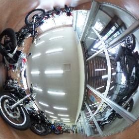 IT、エコ、建築の事例紹介サイト『事例s』のエコ事例「大型バイク店が店内照明をLED化、店内が明るくなりました」という記事に掲載している360°写真です。記事は、http://jilays.com/eco/e0003/でご覧いただけます。