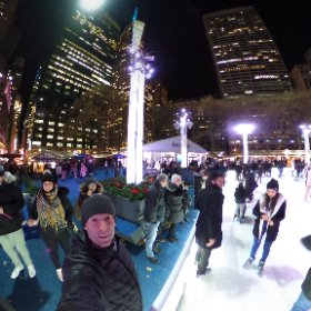 Schlittschuhlaufen oder nicht? Im #bryant park in new york.