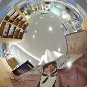 図書館で昔のプリンスのLPが! #theta360
