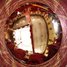 Prawdziwe buddyjskie klimaty. Bez pokazówek dla turystów. Czasami uda się postawić obok niewielką kamerę #360 #goforworld #theta360