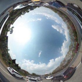 dari toll Cikampek KM40an sampai KM125 jalanan lancar, eh ketemu macet lagi di 1-2 kilometer sebelum Pintu Keluar Pasteur.. hadehhh.. #Indonesian360 #360reportage #theta360