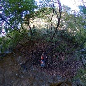 吾妻渓谷ハイキングコースでシータ。 いやあ、小蓬莱の見晴台まですごい山道歩かされて楽しかったわ。 #吾妻渓谷 #吾妻峡 #theta360