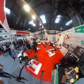 De todos los tamaños y funciones los #drone en en The Drone Show de #barcelona @showdrone  #theta360