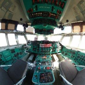 Cockpit IL62
