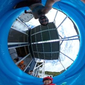 7/8 テラスで海を見ながらプール遊び。 娘はどんどん水に慣れて行きます! #奄美お試し移住 #課長奄美
