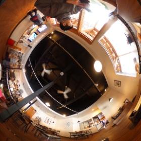地獄谷のカフェ、猿座。 ライブビューで撮ったコレが最後の全天球写真だ… #theta360