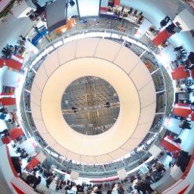 Warema-Messestand auf der R+T vor dem großen Ansturm im 360-Grad Blick