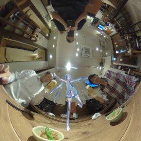 テーブルでミクさん参加っ😆✌️  かむぺーーーいっ🍻✨  #miku360 #theta360