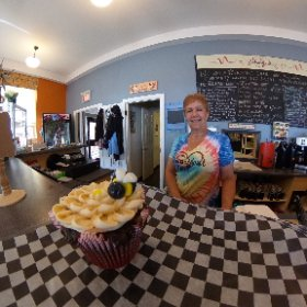 Wanda's bee and flower muffins at the Heartbeat cafe #theta360