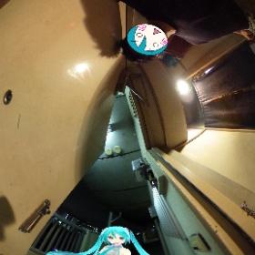 コンビニ行こうとして玄関開けたらサトウのごはんてな具合に初音ミク居た。 #ミクシータ #miku360 #theta360