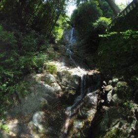 歌仙の滝、全体的にはこんな感じ。大小36もの落差があって、三十六歌仙に例えられて歌仙の滝と名付けられてるそう。 #theta360