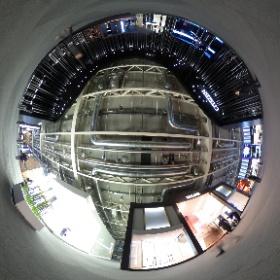 スイスのバーゼルで開催されている、時計と宝飾品の世界的見本市「バーゼルワールド2017」が、3月23日から3月30日まで開催されています。一足先にプレス向けに公開された会場の様子をご紹介します。    同じくこの画像は、メインの建物「Hall 1」の2階に位置するHall 1.1の日本メーカーのブース付近です。
