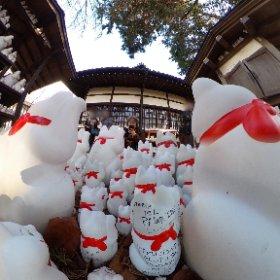 豪徳寺で招き猫に囲まれ風自撮りシータ! #豪徳寺 #招き猫 #自撮りシータ #theta360