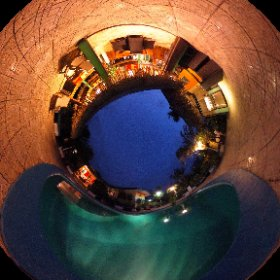 La villa Tamanuia, fin prête pour les clients de ce soir... Hum envie d'un verre autour de la piscine tiens ! #theta360