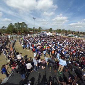 Another 360 shot from the Bernie rally today. Shows a little more of the crowd. #bernieGNV