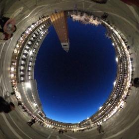 ベネチア・サンマルコ広場の夜の風景も素晴らしい。幻想的です。 #theta360