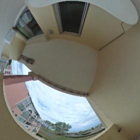 Une photo prise d'un appartement à la locations sur la résidence Amoureva, vue sur la mer avec le fort Bresou à l'horizon  http://goo.gl/bdtjjY  le lien pour voir plus de 40 locations sur la résidence  locations Cap d'Agde 04 67 26 43 16  avec  Le Tuc