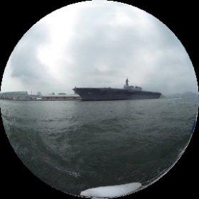 清水港花火とヘリ空母いずも