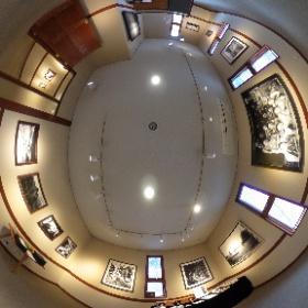 長野県安曇野市穂高有明にあるギャラリーレクランにて開催された写真展「十人十色 15の色」第1期の360°全天球画像です♪  こちらは第五室で展示された横内勝司さんの作品です。  開催場所:ブレ・ノワール併設ギャラリーレクラン       長野県安曇野市穂高有明7686-1  開催期間:2019年1月10日〜1月21日まで(火、水はお休み)  開館時間:10時〜16時30分、1月21日は14時まで #theta360