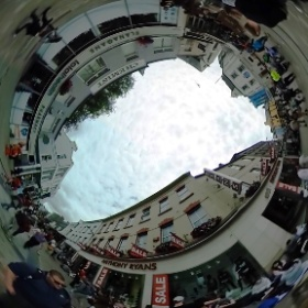 Queuing for #EdSheehan in Galway #craicingalway #galway360 #theta360