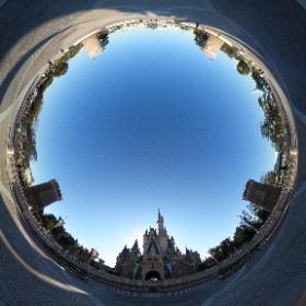 【test】 開園直後の城前