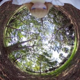 うちのフレキシブルマネキン改等身大ドール娘が森の中一人で自撮りしてみました。 #theta360