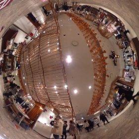 ハコスコxINFOBARの会場だよ。伊勢丹の2階からウオークラリーでハコスコプレゼントだよ。