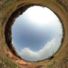 吉野ヶ里歴史公園。甕棺がたっぷりと埋まってます #theta360