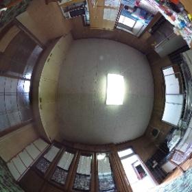 正義の味方 べんりMAN出動しました! 「台所の床がブヨブヨしょうるんよ~。 白蟻の被害も気になるけん 相談にのってくれんかいね~~ (困)」 ご依頼 倉庫リフォーム 床、壁、天井、玄関、バリヤー工法による白蟻駆除、屋根瓦改修 工事 (生口島 超上得意 S様邸)  ビフォー
