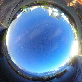 まだ薄明の残る時間、家族で星を見るの図。 #theta360