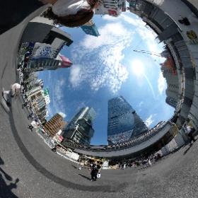 2021/07/23 PM1:55 渋谷スクランブルスクエアビル前にて(カメラ降ろしている間に撮られた事例その2)