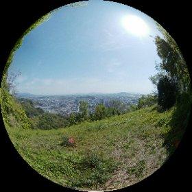 佐和山城跡本丸から彦根城方面を眺めるベンチより。 #theta360