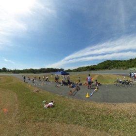 バンクの内側はこんな感じです。子供たちがランニングバイクに乗っています。 #theta360