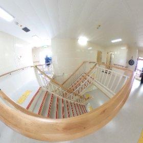 新「うみのこ」船内の様子。階段は、双方向から登れます。ひろびろ! #theta360