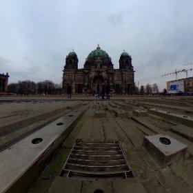 Schöner grauer Tag heute am #Dom in #berlin #theta360 #theta360de