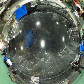 大型低温重力波望遠鏡KAGRA お釜型の部分がクライオスタット(高性能の魔法瓶)となり、-253度に冷やされ、重力波の効果をサファイヤ製の鏡が中に入ります。 レーザーの干渉で空間の歪みを検知します。 2015.11.6撮影 #nvslive
