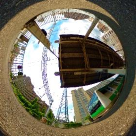 板橋駅。 顔隠してリュック隠さず。笑 #theta360