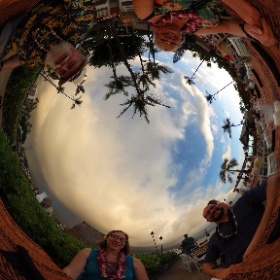 360 Photo 6 of our #HawaiiTrip December 29, 2019. Remember when you could have a group meal. Just a few months ago. This was taken at the Island Breeze Luau at King Kamehameha Hotel (Kailua-Kona). #RememberingJeri  #theta360