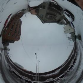 置きっ放しの自転車にも雪が積もってる。金属チェーンをつけた車の音、久しぶりに聞いた!