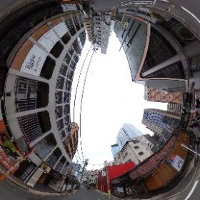 渋谷南廃墟群一般公開最終日に 廃墟路地でシータ。 この辺りは地形も昭和っぷりも面白かったのですけれどもねえ。 #渋谷 #廃墟群 #theta360