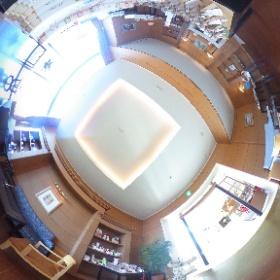 星野リゾート ロテルド比叡、フロント横のロビー。 星野リゾート限定の「おふらすく」なども。光が差し込む素敵な空間です。 #しがトコ #琵琶湖 #滋賀県 #滋賀 #びわ湖 #星野リゾート