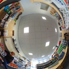 Huisdier & Zo in 360 graden. Ondernemer Marianne Koopmans in haar winkel 'Huisdier & Zo' in Leens.