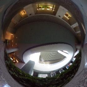 ニコンのイベント会場、キヤノンのショールーム前を通ることになりますねぃ #theta360