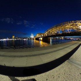 Köln bei Nacht. Aufgenommen mit der ThetaS. Schaut mal vorbei auf Facebook: www.facebook.com/darkophotoart