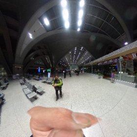 銀川からフフホトへ。 真夜中の駅。 #theta360